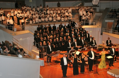 H�ndel-Kinderchor bei der Auff�hrung von Carl Orffs �Carmina Burana�