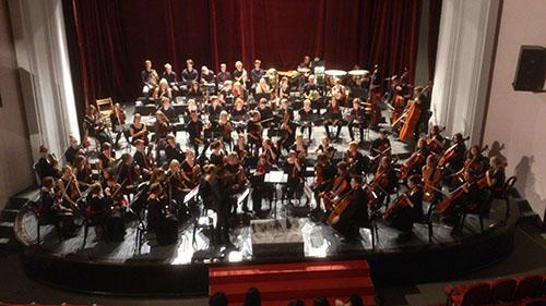 Jugendsinfonieorchester im Konzertsaal der Universität der Künste,  Tirana,  Albanien (2015)