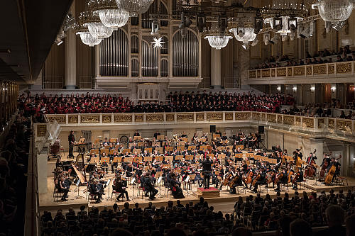 Jugendsinfonieorchester mit Canta Chiara,  Die Primaner und Shikamana im Konzerthaus Berlin (Dezember 2019; © andreas schwartz 10437 berlin)