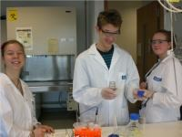 Unterricht mal anders: Besuch im Gl�sernen Labor